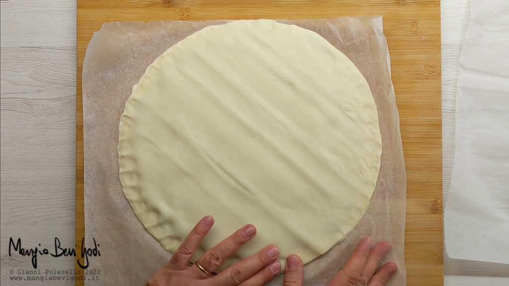 Stendere il secondo rotolo di pasta sfoglia