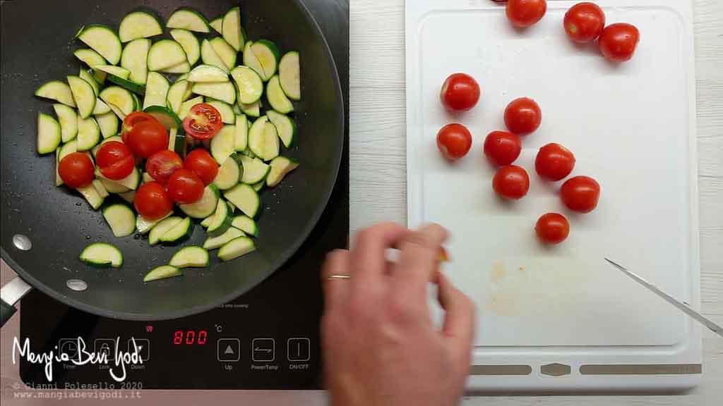 Cottura zucchine e pomodorini