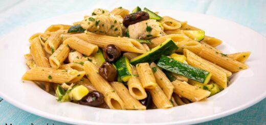 Pasta con sgombro e zucchine