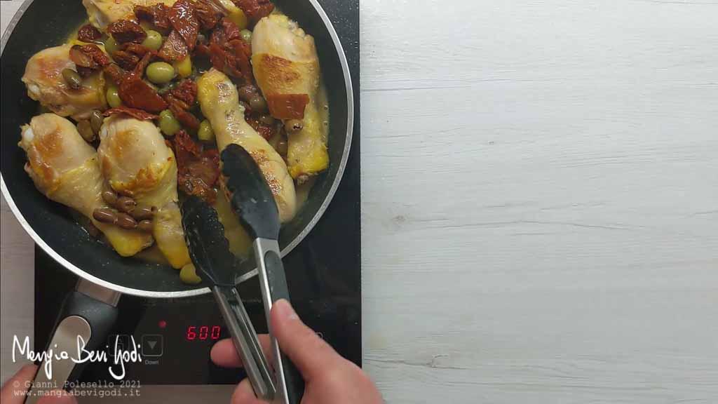 cottura fusi di pollo in padella alla mediterranea