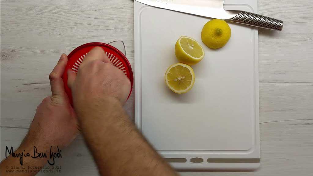 Spremere limoni