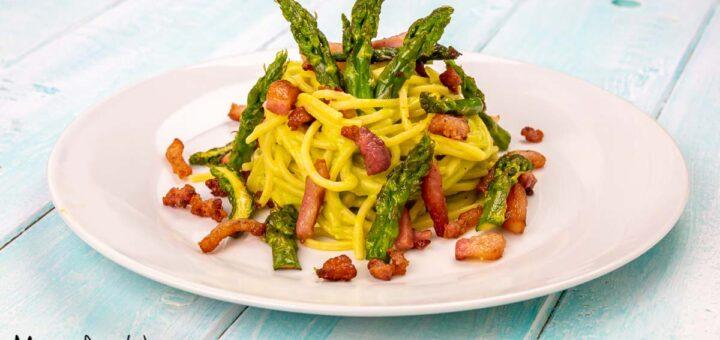 Pasta con asparagi e guanciale croccante