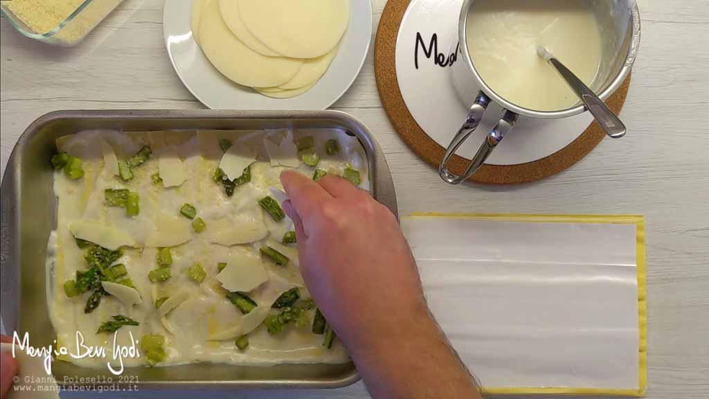 Preparazione lasagne di asparagi