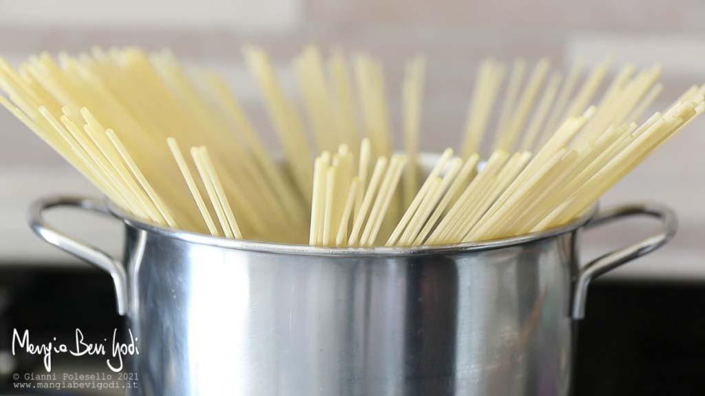 Bollire gli spaghetti