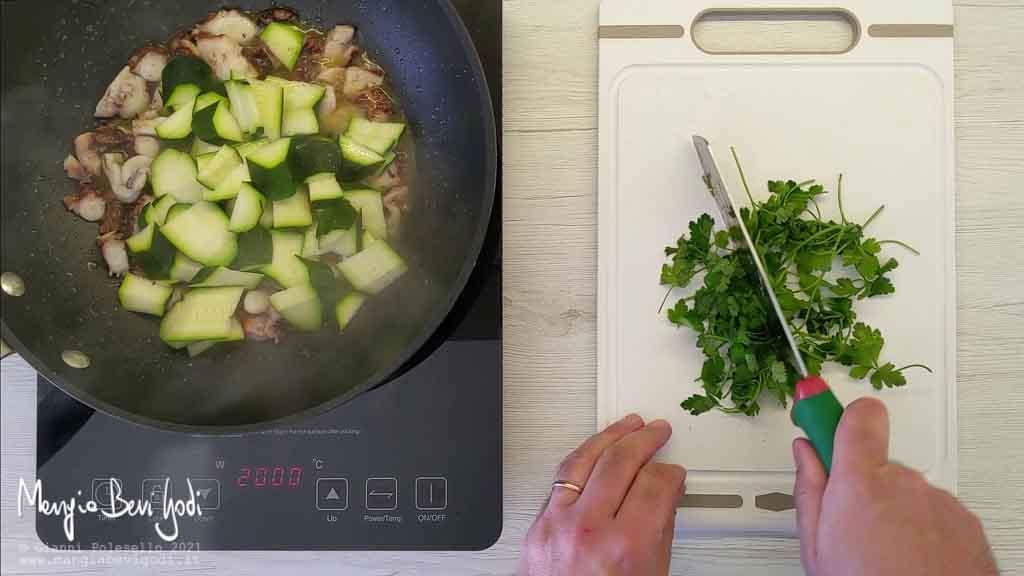 Cottura sugo di polpo e zucchine