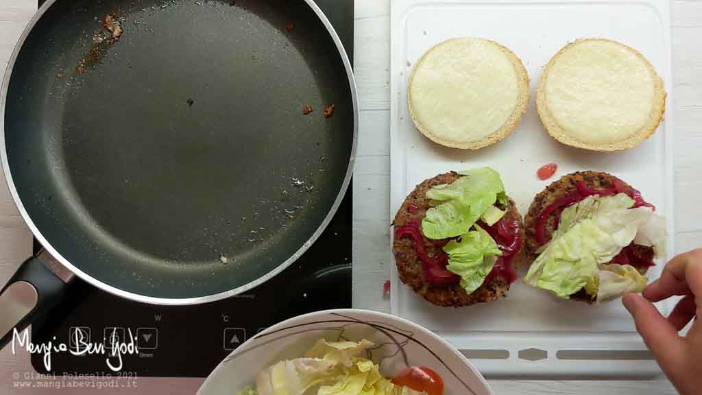 Cheeseburger con burger vegetariani