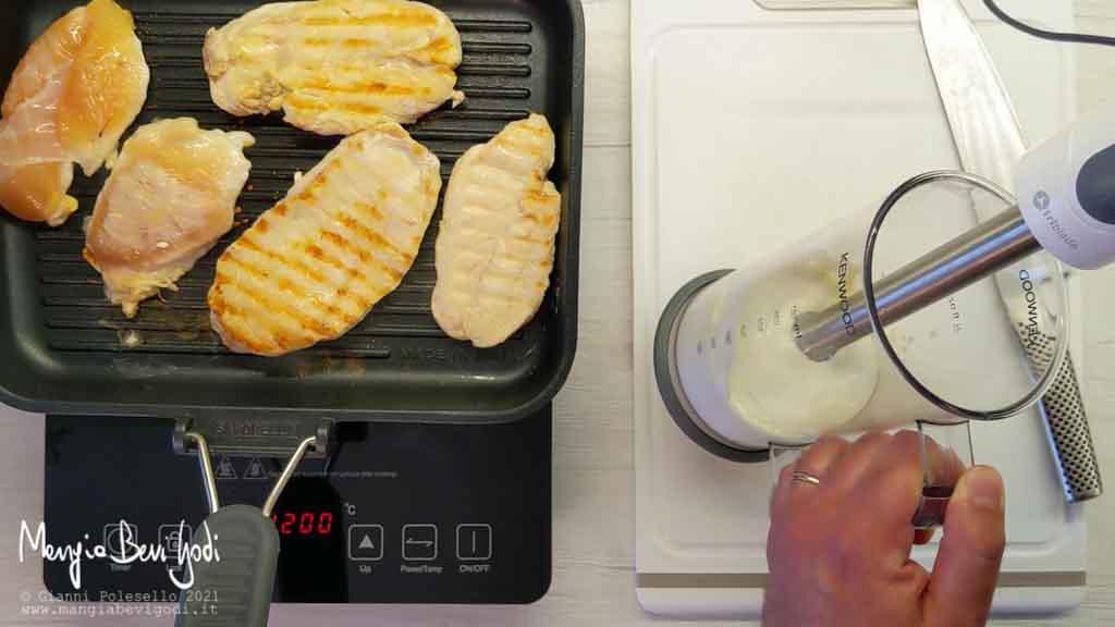 Cottura pollo e preparazione salsa allo yogurt