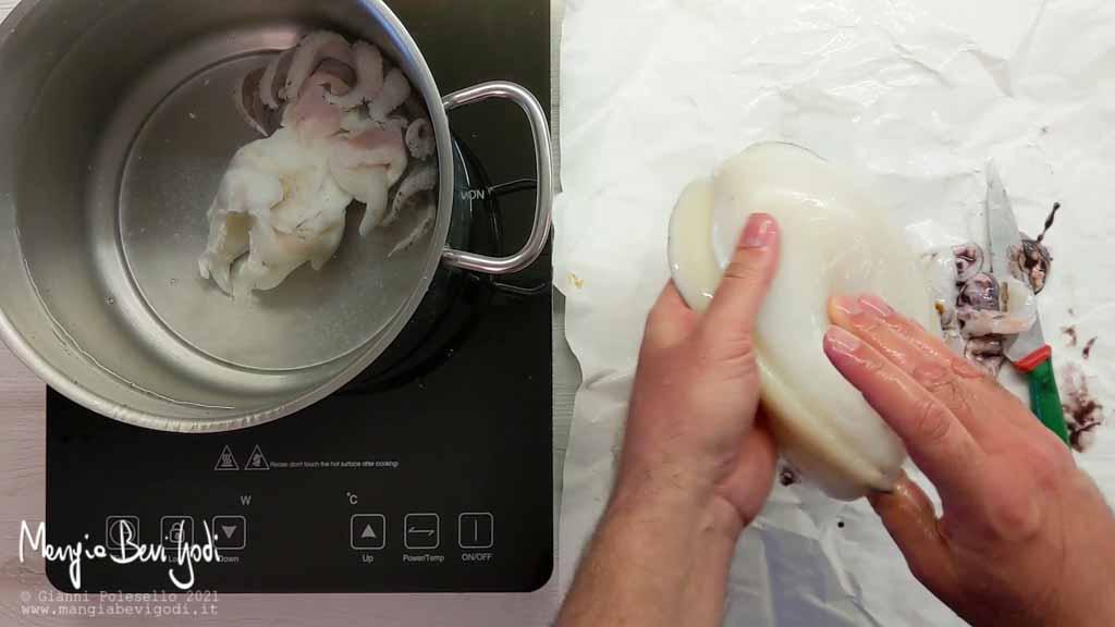 Lavare e cuocere la seppia