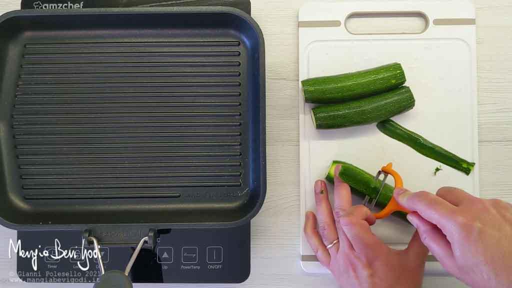 tagliare le zucchine a fettine