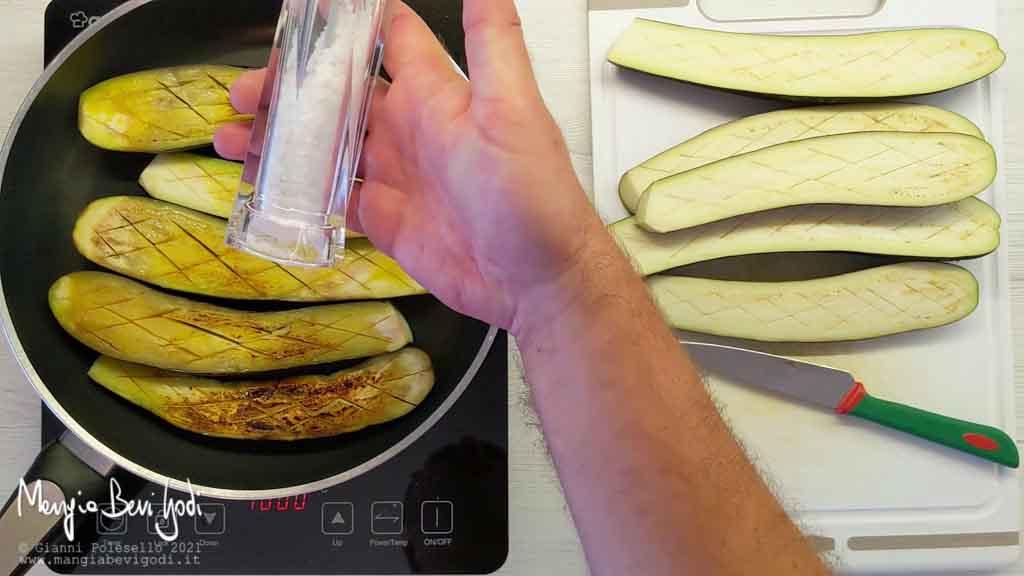 Salare la polpa delle melanzane