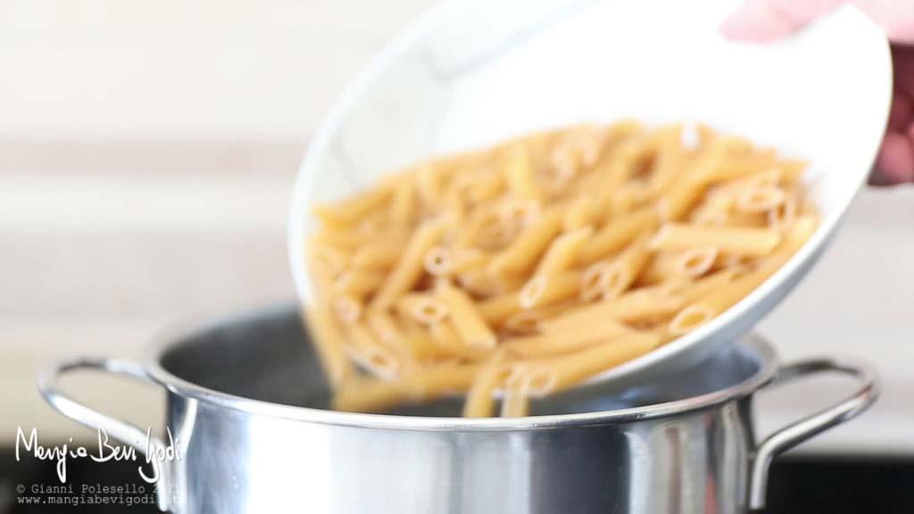 Cottura pasta in acqua bollente