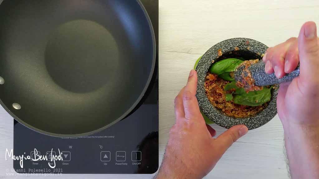 preparazione pasta al pesto di pomodori secchi e noci