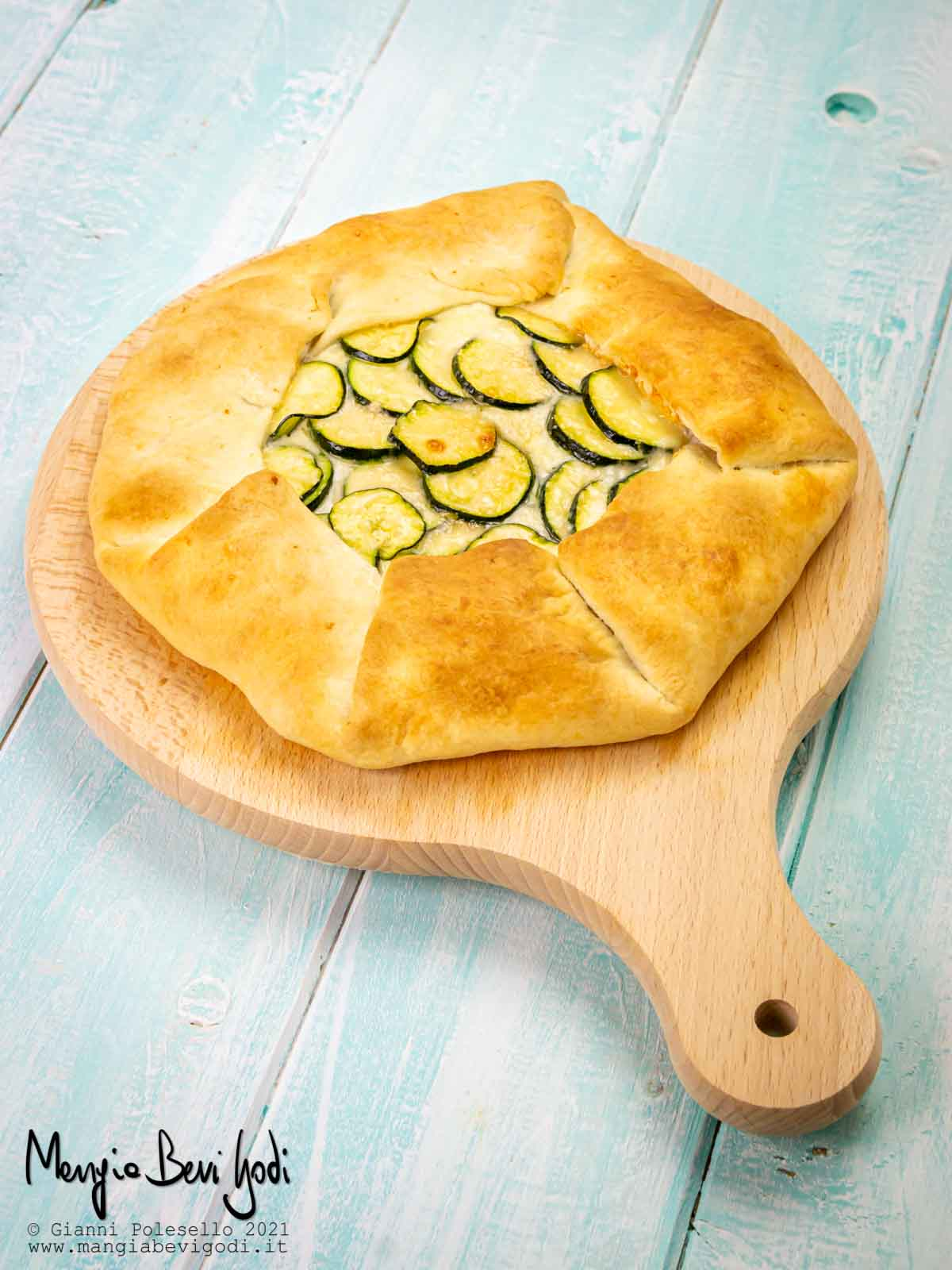 Torta salata con zucchine, prosciutto e formaggio