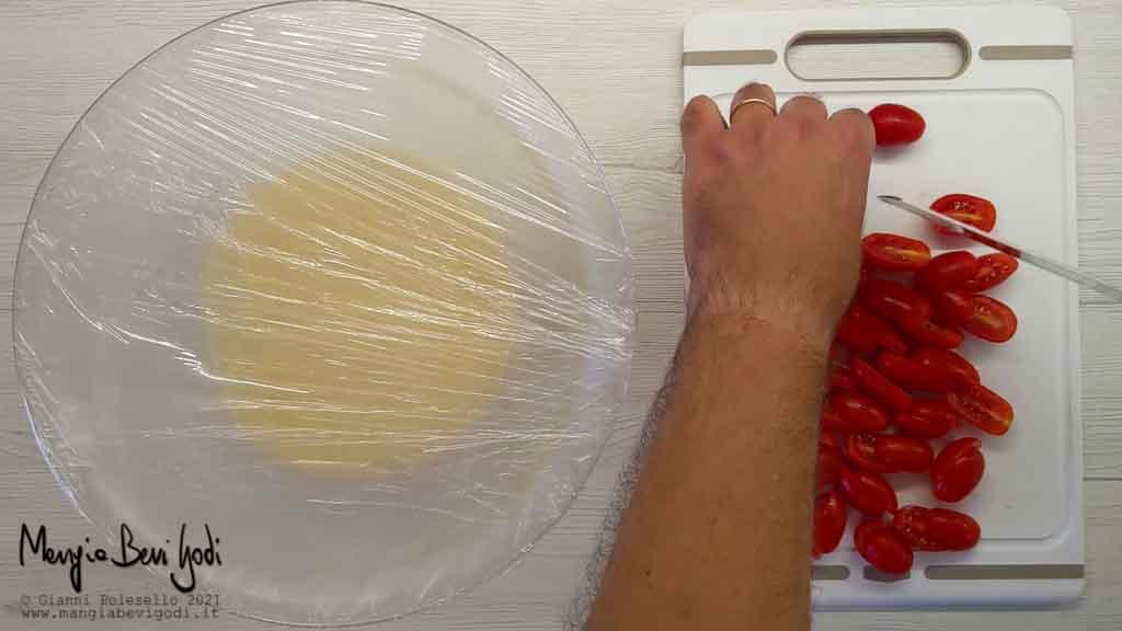 preparazione cous cous al pesto