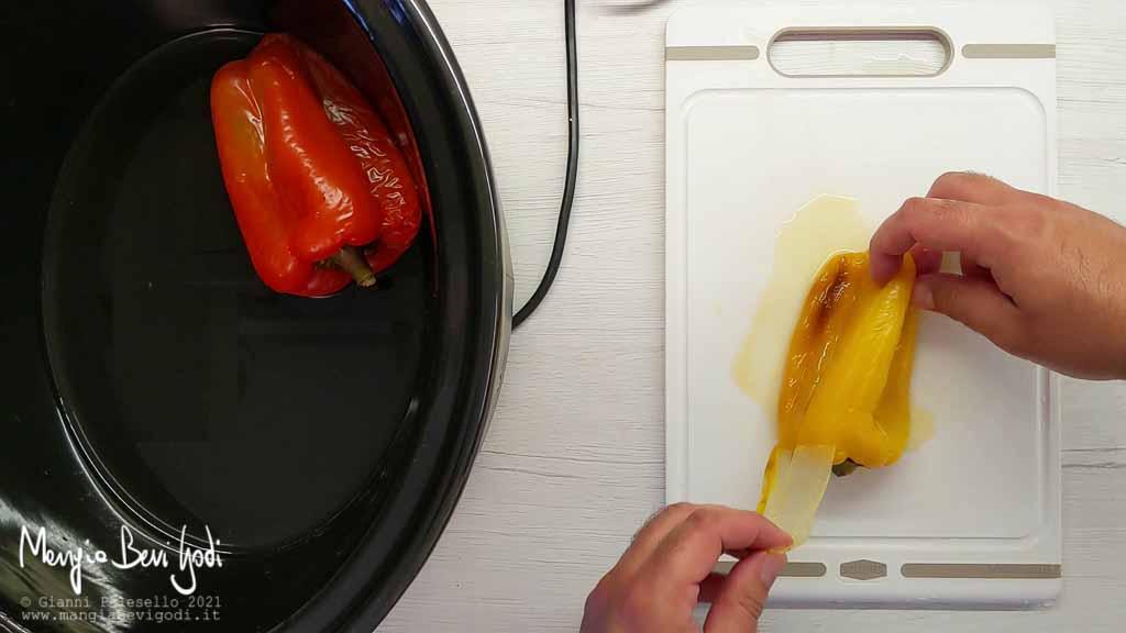 togliere la pelle ai peperoni facilmente