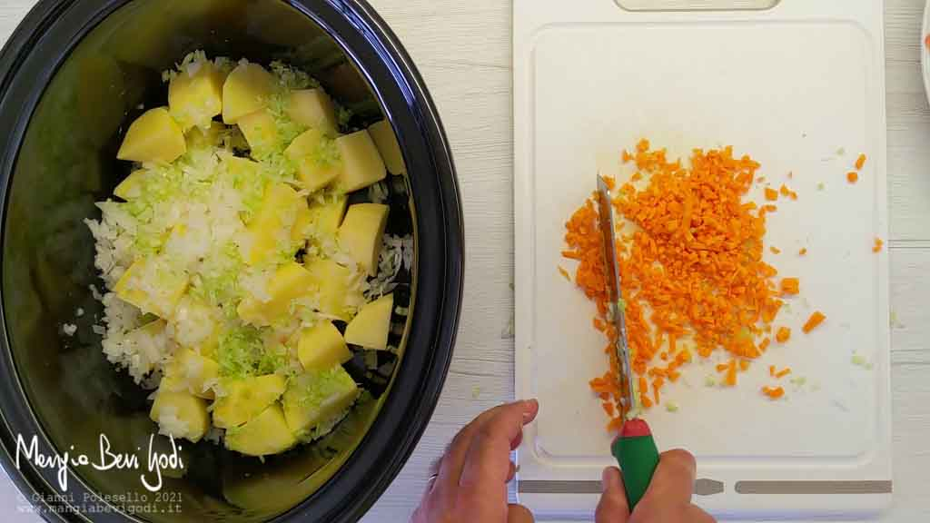 Tritare cipolla, carota e sedano